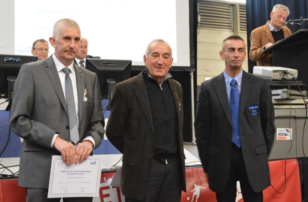 Jean-Yves Lebouc  (au centre)
